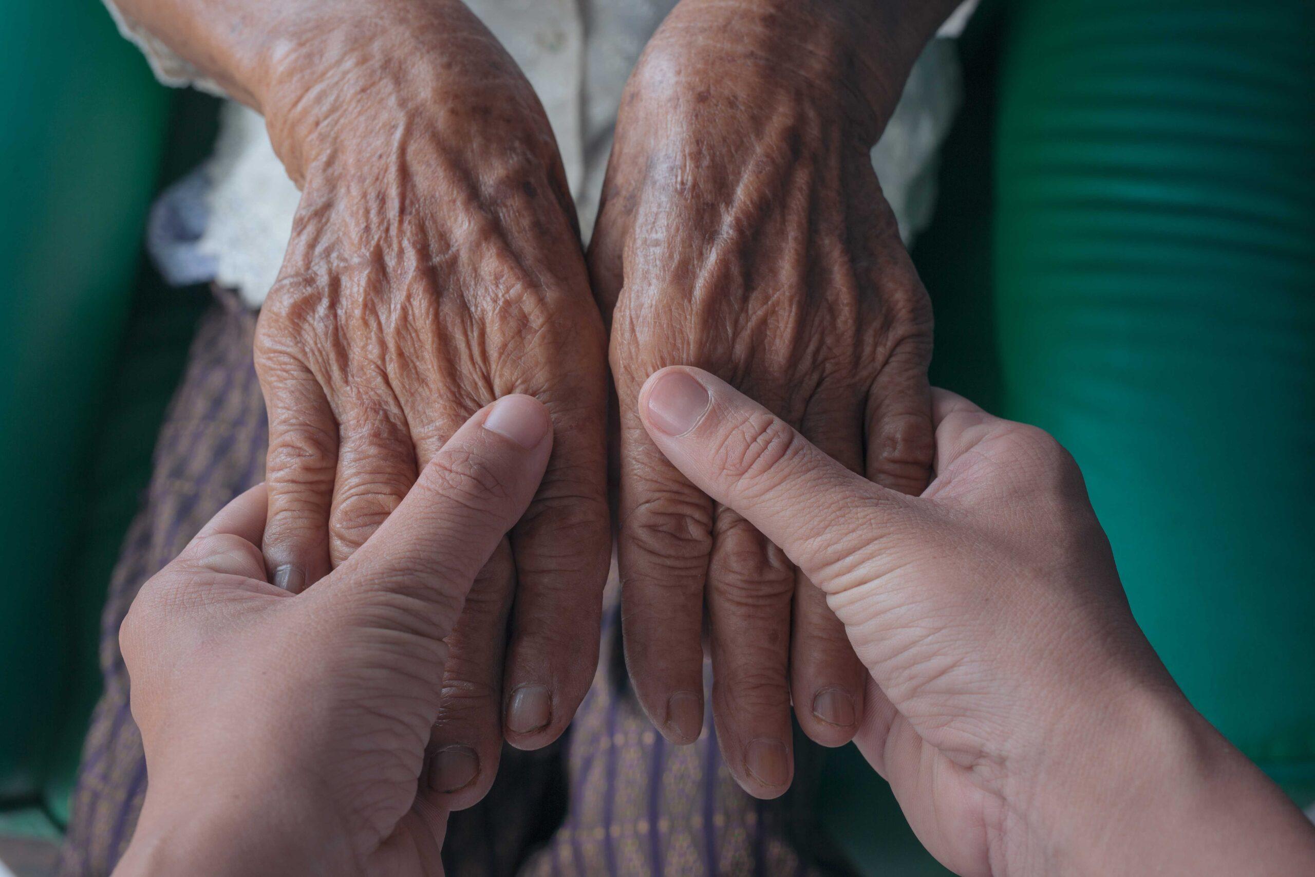¿PARALIZAR EL DISPENDIO DE UN FAMILIAR QUE CUIDA A OTRO?